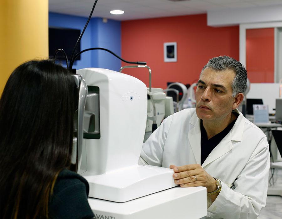 Οφθαλμολογικός έλεγχος, Δρ Κ. Καραμπάτσας - Χειρουργός Οφθαλμίατρος